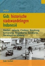 Reisgids Gids historische stadswandelingen Indonesië   KIT publishers