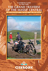 Fietsgids Wandelgids The Grand Traverse of the Massif Central by Mountain Bike, Road Bike or on Foot   Cicerone